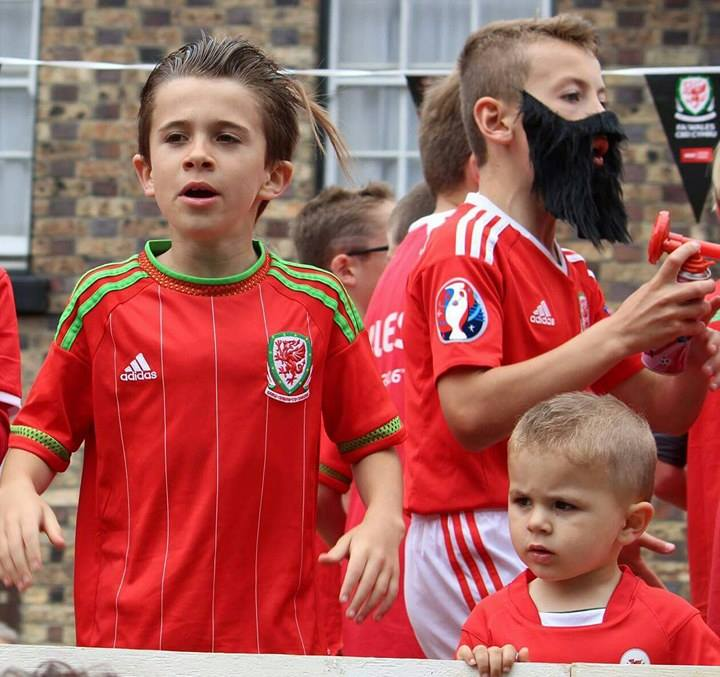 These kids brought their town to a standstill with Robson-Kanu song