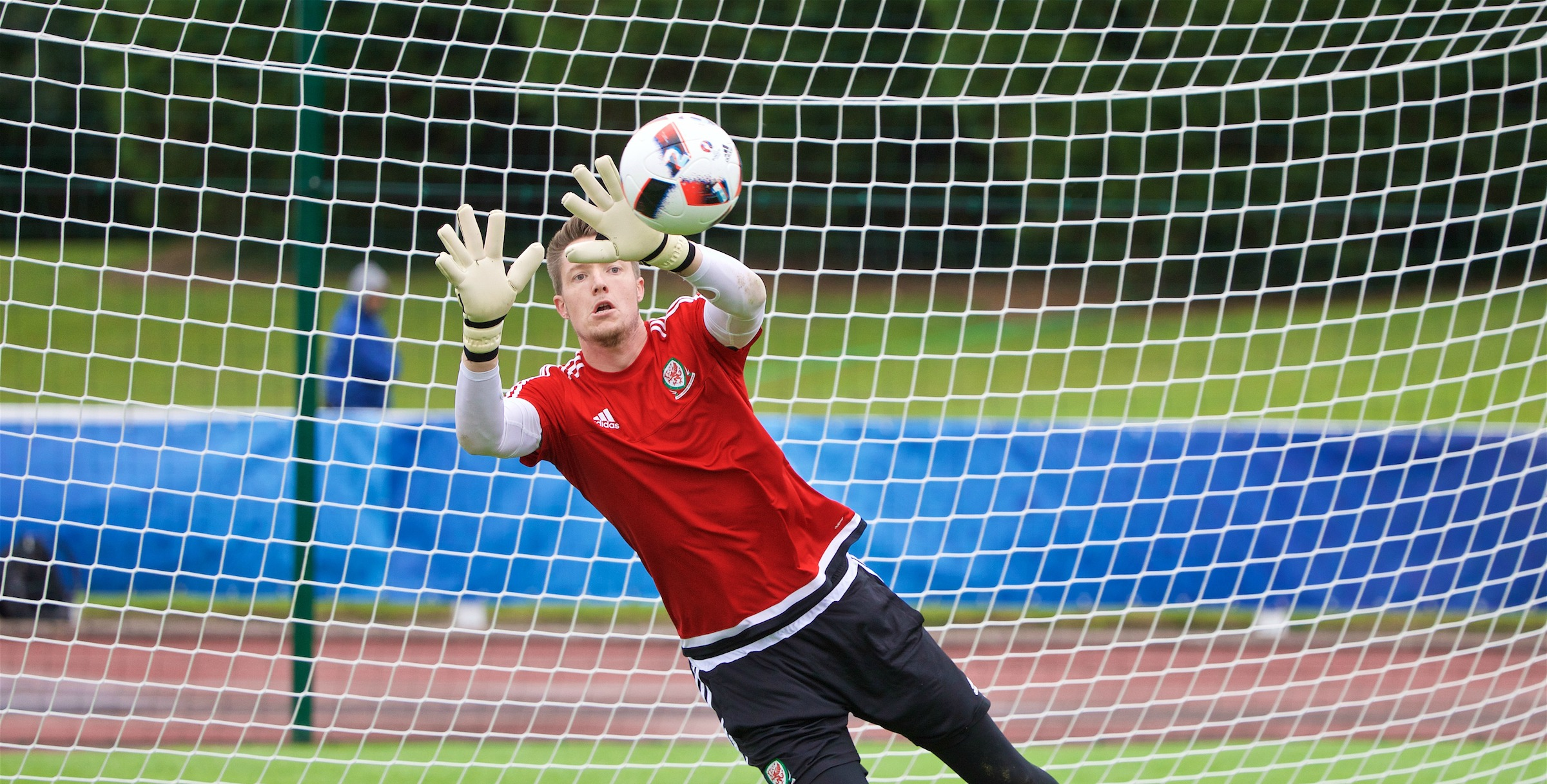 If you want to coach goalkeepers, here's a great course for you