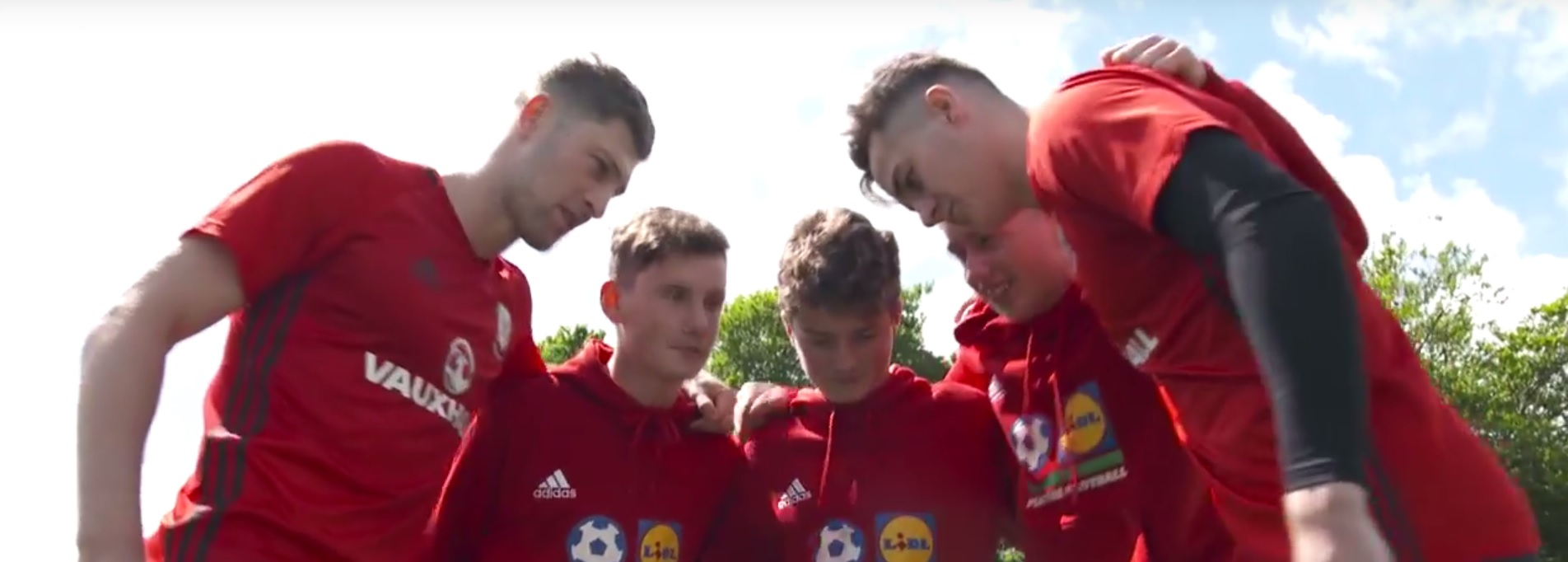 Wales stars get into Wimbledon spirit as Lidl launch Football Tennis