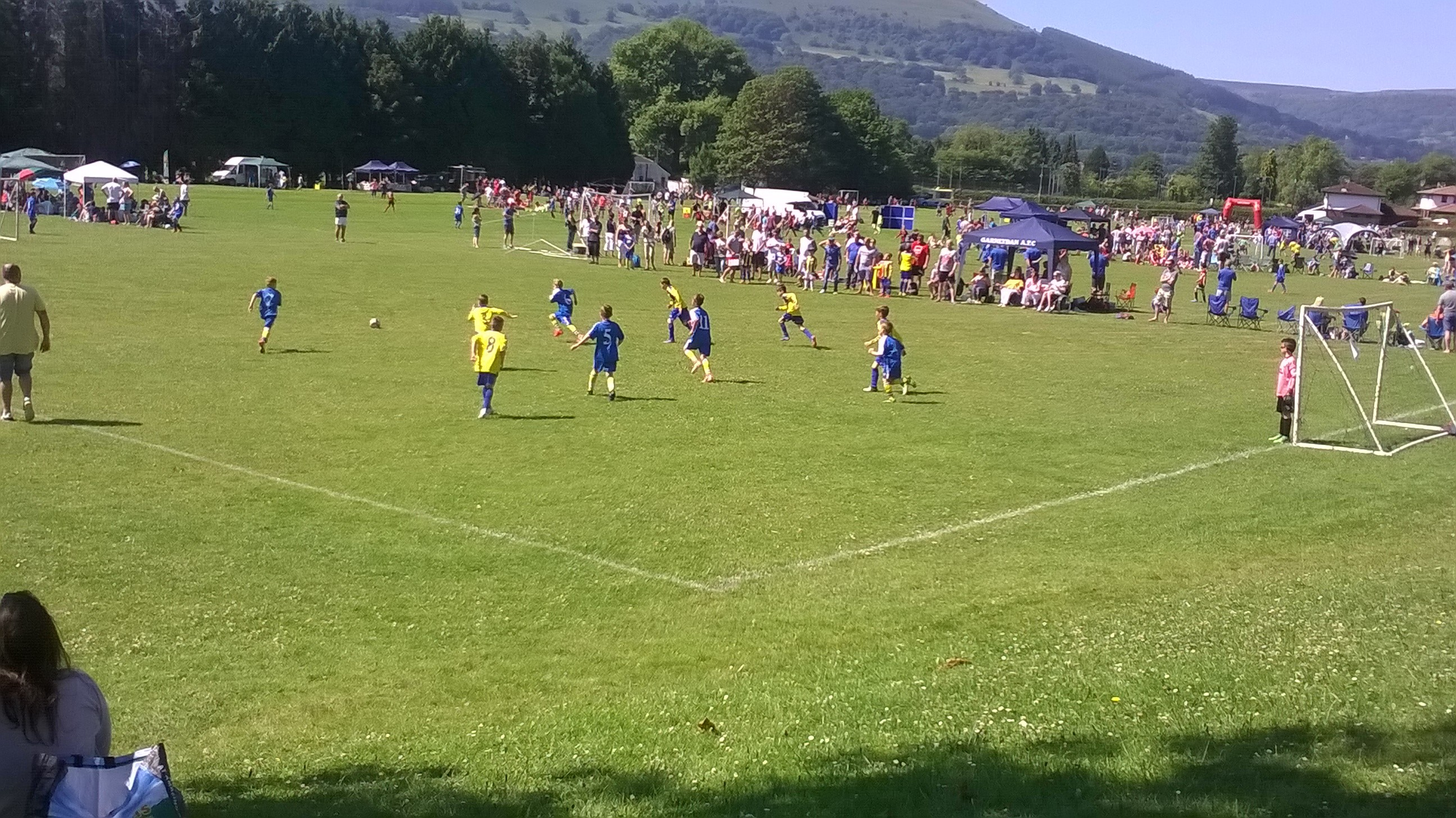 Hundreds of families celebrate Father's Day at Abergavenny Rhinos Community Football Day