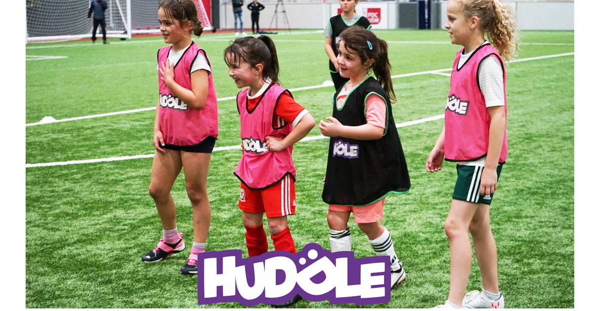 Huddle: Where girls fall in love with football
